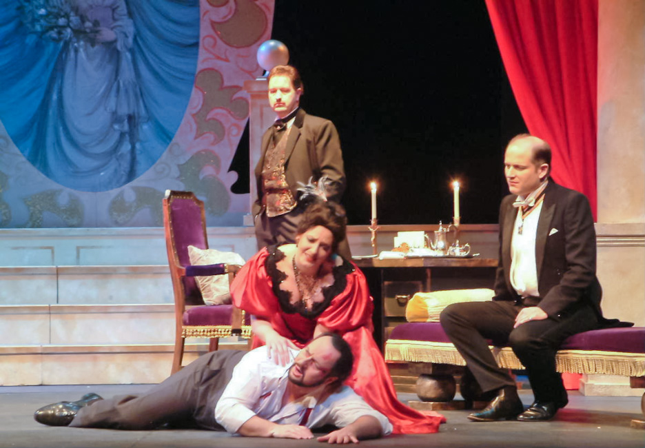 Cavaradossi in Tosca (with Amanda Echalaz) © Central Festival Opera